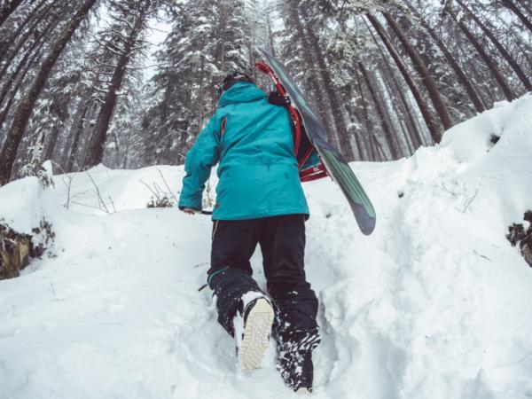 grabbing-skisreduced